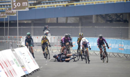 DRAMATISK: Lorena Wiebes dundret i bakken på oppløpet i Healthy Ageing Tour. Foto: Cor Vos