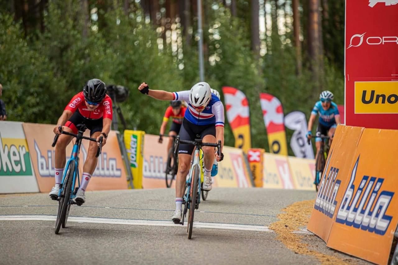 Mie Ottestad Bjørndal tok NM-gullet på fellesstarten hårfint foran Vibeke Lystad
