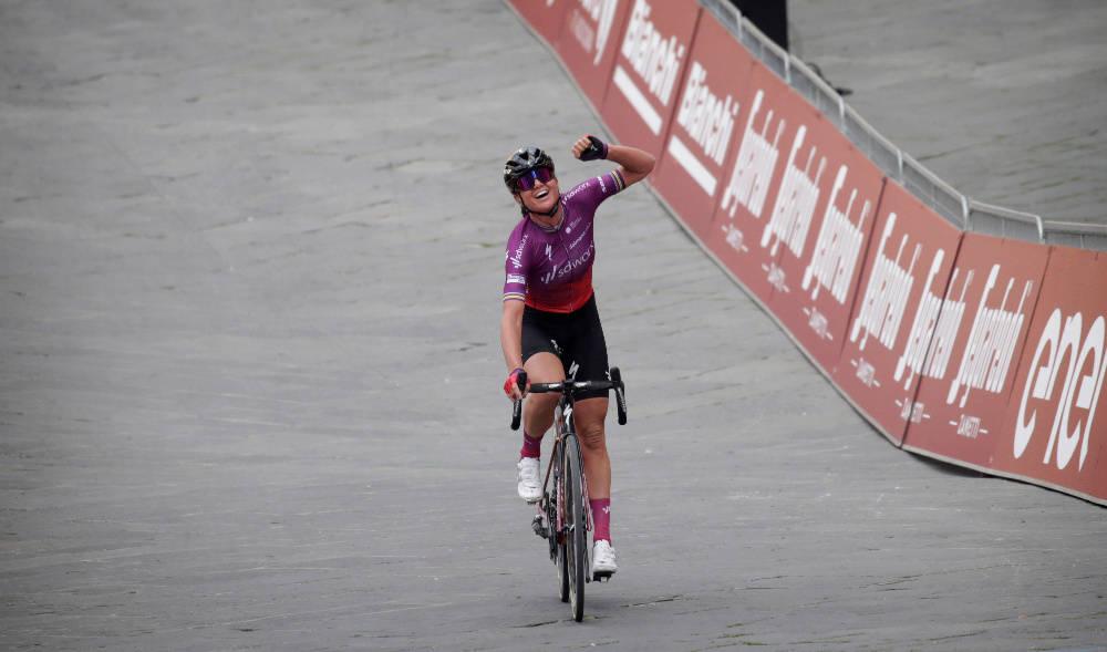 VANT: Chantal van den Broek-Blaak kunne juble for seier i Strade Bianche. Foto: Cor Vos