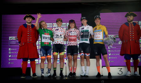 2019: Vinnerne av de forskjellige trøyene i den forrige utgaven av Ladies Tour of Norway, med Emilie Moberg i poengtrøyen og Susanne Andersen i klatretrøyen. Foto: Cor Vos