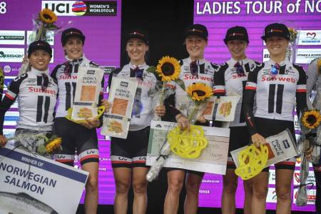LAGTEMPOVINNERE: Team Sunweb fra Nederland vant prologen i Ladies Tour of Norway torsdag kveld. Foto: Cor Vos