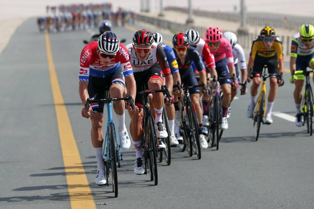 PÅ HUGGET: Mathieu van der Poel mestret sidevinden i Emiratene bra og spurtet til slutt inn til etappeseier. Foto: Cor Vos