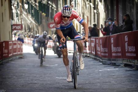 KNUSTE ALAPHILIPPE: Mathieu van der Poel med en enorm prestasjon i Strade Bianche. Foto: Cor Vos