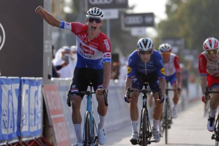 VANT: Mathieu van der Poel spurtet inn til seier på den første etappen av UAE Tour. Foto: Cor Vos