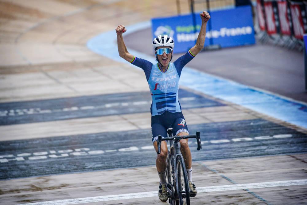 VANT: Lizze Deignan ble historisk da hun vant den første utgaven av Paris-Roubaix for kvinner. Foto: Cor Vos