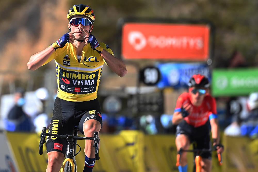 HENTET PÅ STREKEN: Gino Mäder måtte se etappeseieren glippe like før målstreken, da Primoz Roglic kom feiende forbi. Foto: Cor Vos