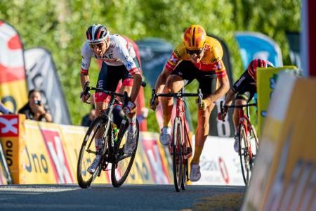 Sven Erik Bystrøm (UAE) slo Jonas Iversby Hvideberg (Uno-X Pro) med ett tusendedels sekund i NM fellesstarten