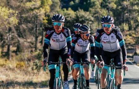 VIL UTFORDRE: Amund Grøndahl Jansen har et klart mål foran klassikeråpningen. Foto: Team BikeExchange