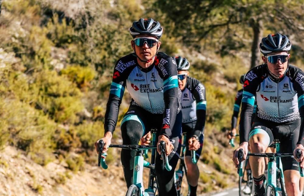 DEBUTEN UNNAGJORT: Søndag gjorde Amund Grøndahl Jansen sitt første ritt for Team BikeExchange. Foto: Team BikeExchange