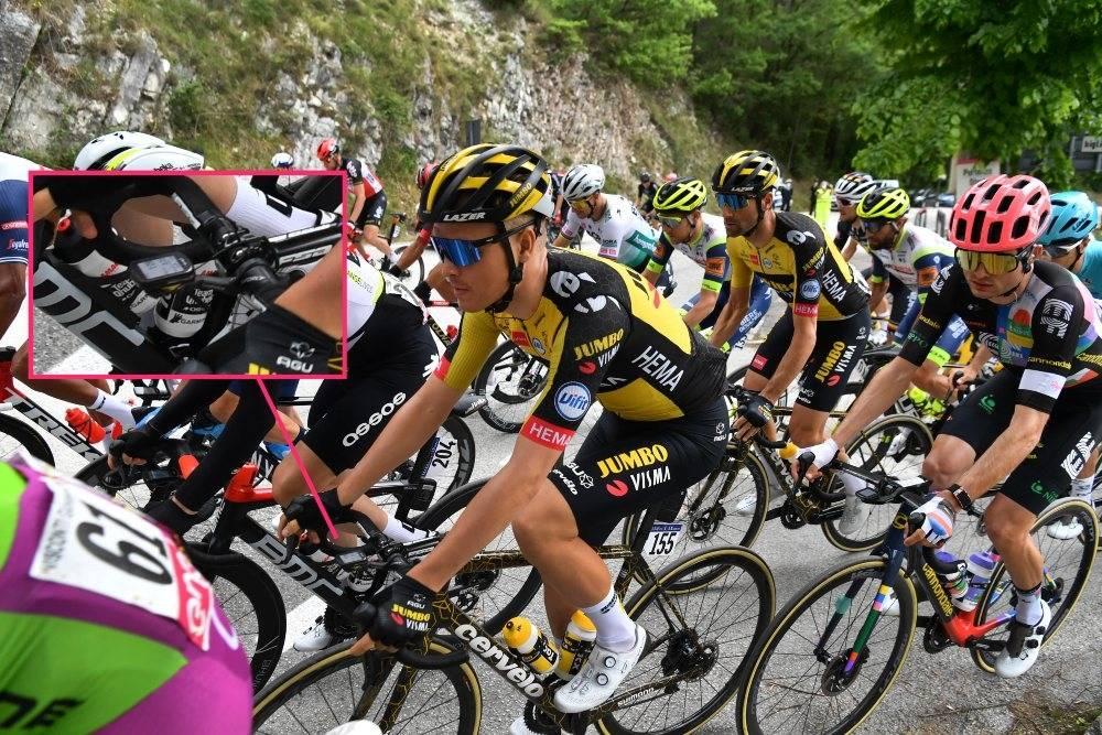 LITEN: Tobias Foss sykler med Garmins minste modell i Giro d'Italia. Foto: Cor Vos
