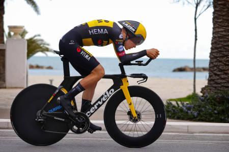 RASK POSISJON: Tobias Foss har gjort endringer på temposykkelen som har gitt resultater. Foto: Cor Vos