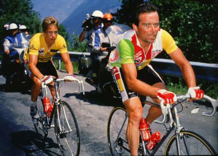 INNBITTE RIVALER: I Tour de France i 1985 og 1986 var Bernard Hinault og Greg LeMond lagkamerater, men kriget mot hverandre som om de var kapteiner på hvert sitt lag. Foto: Cor Vos.