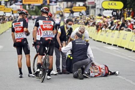 BRUTALT: Caleb Ewan var en av mange som veltet stygt i Tour de France i dag. Det må han og andre regne med i fremtiden også. Foto: Cor Vos.