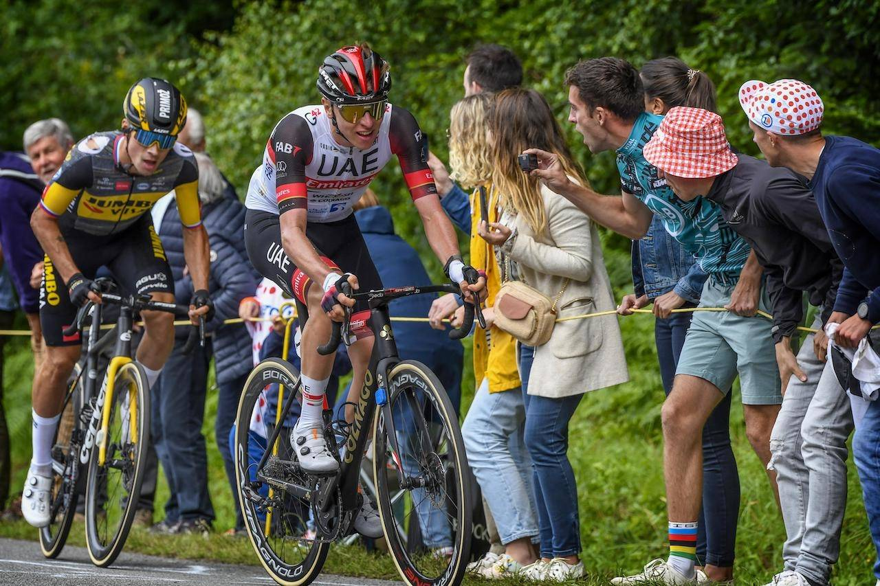 VINNERE: Primoz Roglic og Tadej Pogacar kom helskinnet fra dagens veltepregede etappe. Det var det langt fra alle som gjorde. Foto: Henrik Alpers.