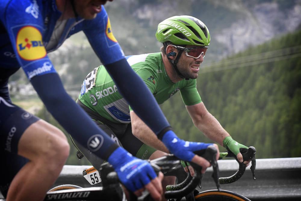 KJEMPET HARDT: Mark Cavendish overlevde en brutal dag i Alpene – så vidt. Foto: Cor Vos