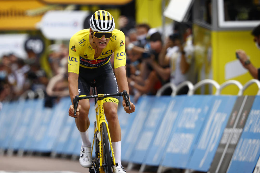FORSVARTE SEG: Mathieu van der Poel la ned en enorm innsats for å holde på den gule trøyen. Foto: Cor Vos