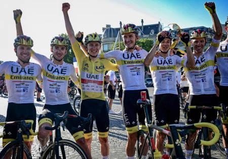 ØVERST PÅ LISTEN: UAE Team Emirates var laget som dro inn mest penger på Tour de France-suksess. Foto: Cor Vos