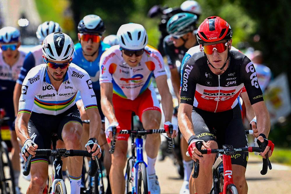 LYKKES IKKE: Edvald Boasson-Hagen (i midten) satt i bruddet som holdt unna, men lykkes ikke med å ta seieren. Foto: Cor Vos