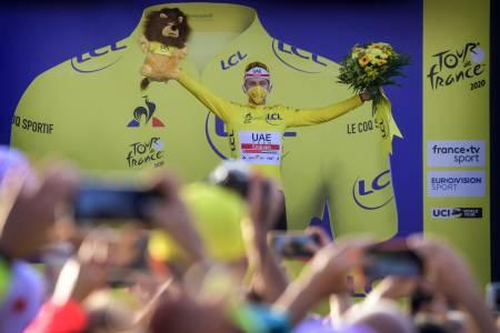SJOKKSEIER: Tadej Pogacar leverte en av tidenes villeste prestasjoner i Tour de France-historien, og kjørte seg rett inn i gult. Foto: Cor Vos.