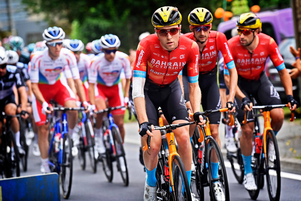 GOD TOUR DE FRANCE: Bahrain Victorious har to etappeseire så langt i Tour de France. Her leder Fred Wright feltet på en tidligere etappe. Foto: Cor Vos