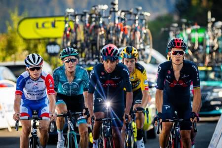 HVA NÅ INEOS-GRENADIER?: Etter Egan Bernals totalkollaps på gårsdagens etappe kan vi nå få se Michal Kwiatkowski (til høyre) kjempe om etappeseire for det britiske storlaget. Foto: Cor Vos.