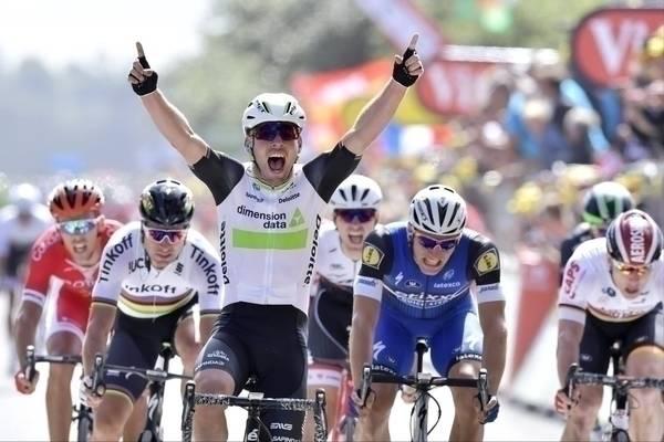 RASKEST: Mark Cavendish står nå med 28 etappeseiere i Tour de France. Her fra første etappe i år inn til Utah Beach. Foto: Cor Vos