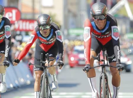 NY MANN I GULT: Greg van Avermaet og BMC kjørte en eksemplarisk lagtempo, og har nå de to øverste plassene på podiet. Foto: Cor Vos.