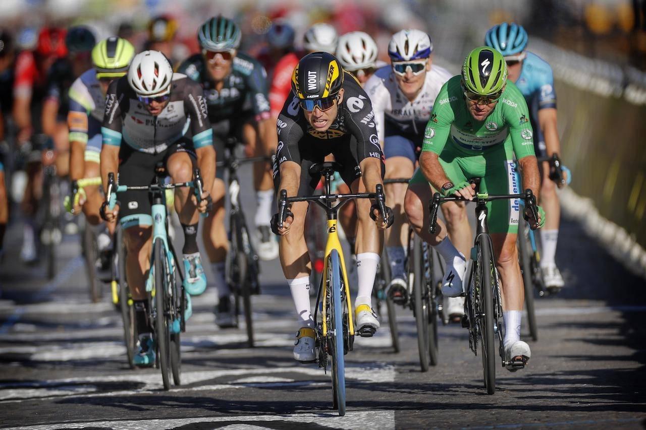 ALLE GODE TING ER TRE: Wout van Aert vant på Champs-Élysées. Foto: Cor Vos.