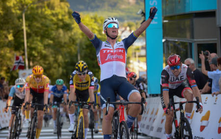 NÆRT: Mads Pedersen ble hakket for sterk for Alexander Kristoff på den tredje etappen av Tour of Norway. Foto: Cor Vos