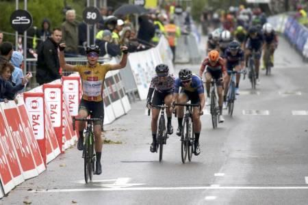 SAMMENLAGTLEDEREN: Marianne Vos tok sin andre strake etappeseier i Ladies Tour of Norway. Foto: Cor Vos
