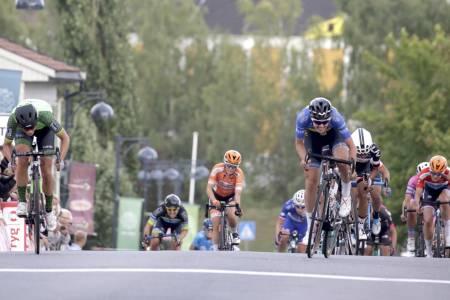 Marianne Vos (til venstre) vant første etappe i Ladies Tour of Norway 2018. Foto: Cor Vos
