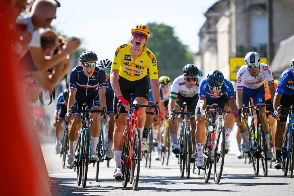 NY ETAPPESEIER: Søren Wærenskjold spurtet inn til seier på andre etappen av Tour de l'Avenir. Foto: Anouk Flesch/Tour de l'Avenir