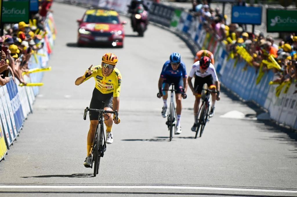 NY TRIUMF: Tobias Halland Johannessen herjer i Tour de l'Avenir. Foto: Anouk Flesch/Tour de l'Avenir