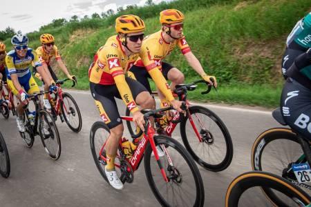 UTE: Kristoffer Halvorsen og lagkameratene i Uno-X Pro Cycling er ute av Tour de Hongrie. Foto: Cor Vos