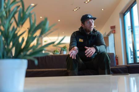 KLAR FOR 2022: Jens Haugland, sykkelsjef i Uno-X, regner med at både ham selv rytterne blir satt på prøve under sesongens første samling. Foto: Henrik Alpers