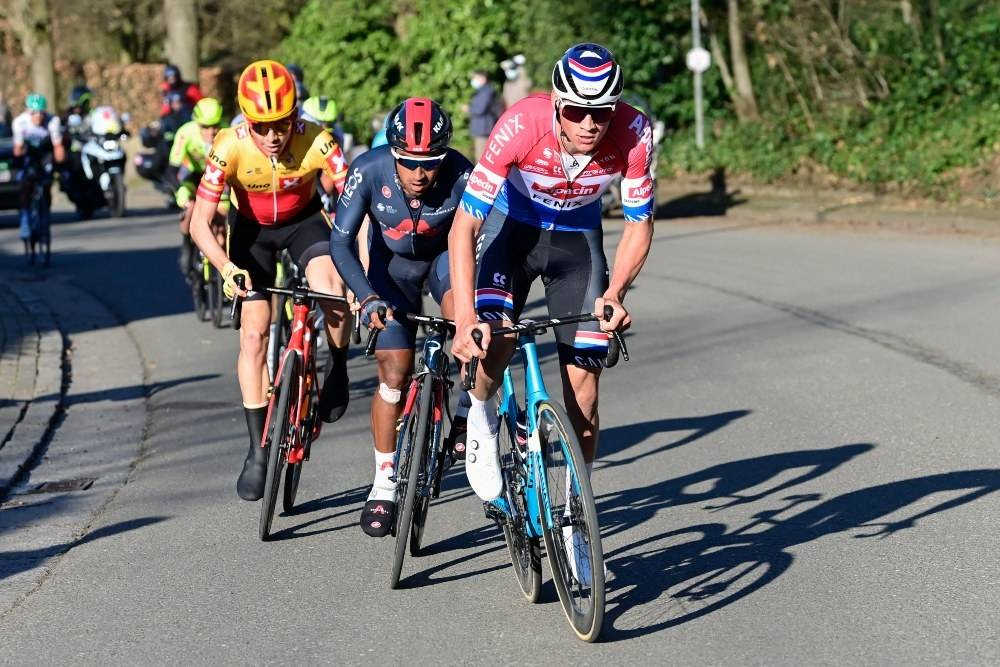 FULGTE VAN DER POEL: I Kluisberg gikk Mathieu van der Poel til, men Jonas Iversby Hvideberg lot seg ikke ryste. Foto: Cor Vos