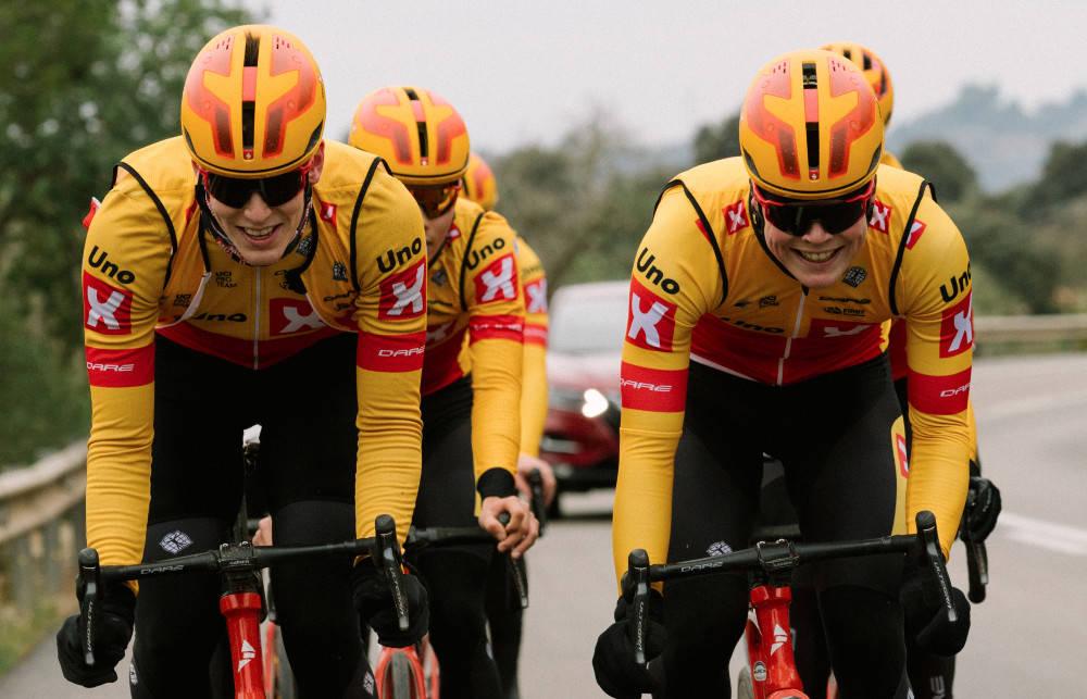 TIL WORLDTOUR-RITT: Uno-X-rytterne har god grunn til å smile, etter å ha blitt invitert til E3 Saxo Bank Classic. Foto: Cor Vos