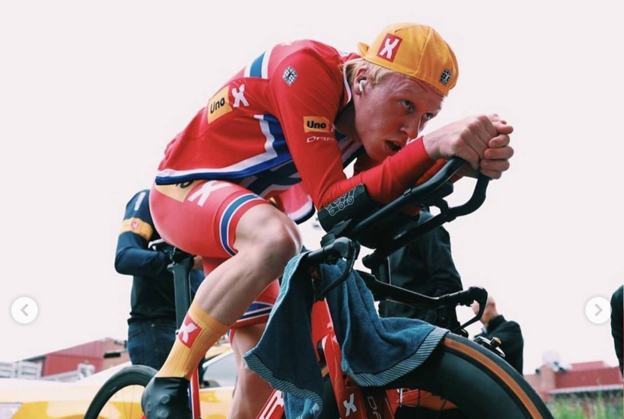 Andreas Leknessund jubler etter å ha satt ny rekord på 50 km tempo
