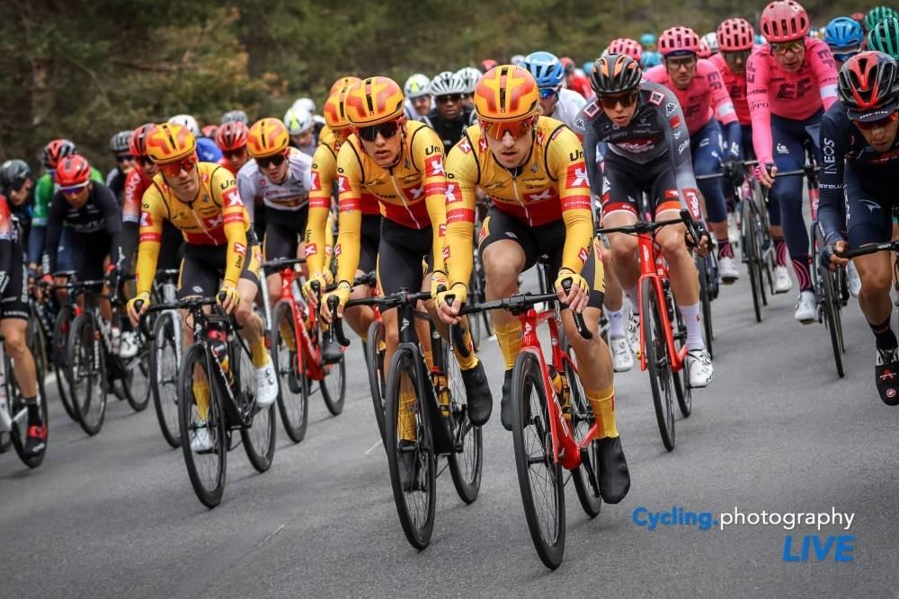 TREKKER SEG: Uno-X er ute av Tour of the Alps. Foto: Cycling Photography Live