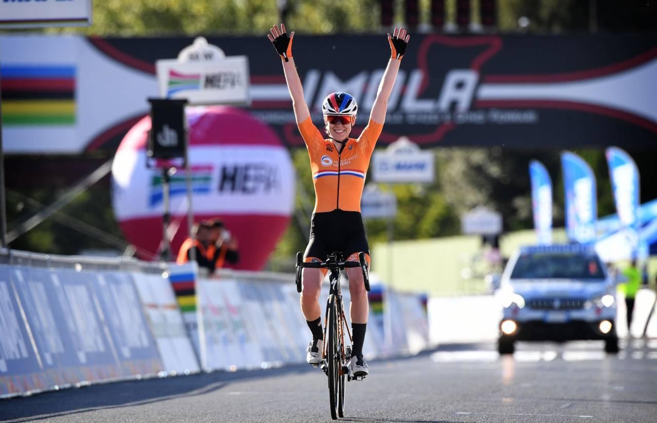 DOBBELTSEIER: Anna van der Breggen tok sitt andre gull i årets VM, mens det også ble nederlandsk sølv på dagens VM-fellesstart. Foto: Cor Vos.