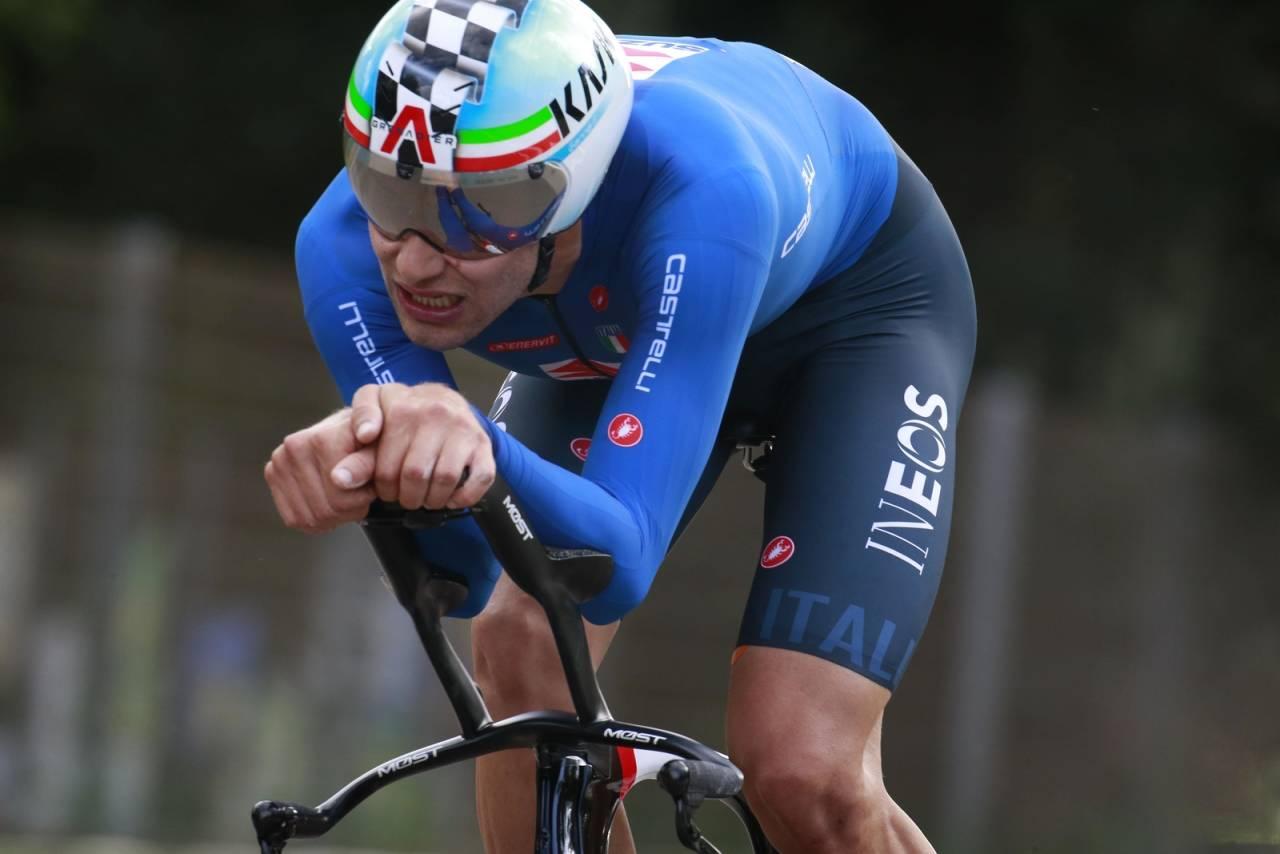 RÅSTERK TEMPOHEST: Filippo Ganna kjørte dagens småkupert VM-tempo med 53 km/t i snitt! Det holdt til gull for italieneren. Foto: Cor Vos.
