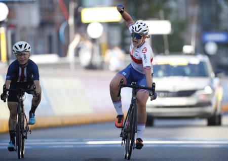 VM-GULL: Zoe Bäckstedt spurtet inn til gull på kvinner juniors VM-fellesstart. Foto: Cor Vos