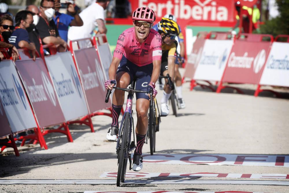 VANT: Magnus Cort stakk av med etappeseieren på den sjette etappen av Vuelta a España. Foto: Cor Vos
