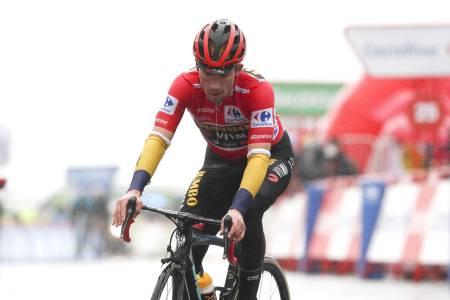 BETENKT: Primoz Roglic så naturlig nok lite fornøyd ut da han krysset mållinjen, etter å ha vist store svakhetstegn på dagens etappe i Vueltaen. Foto: Cor Vos.