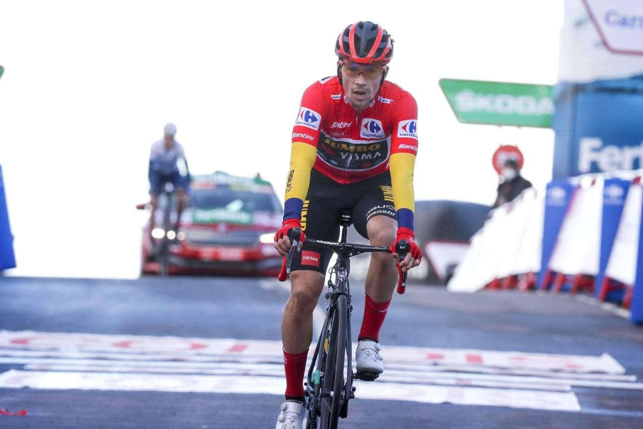 TOK SIN ANDRE VUELTA-SEIER: Primoz Roglic holdt unna for Richard Carapaz, og tok dermed sin andre sammenlagtseier i Vuelta a Espana. Foto: Cor Vos.