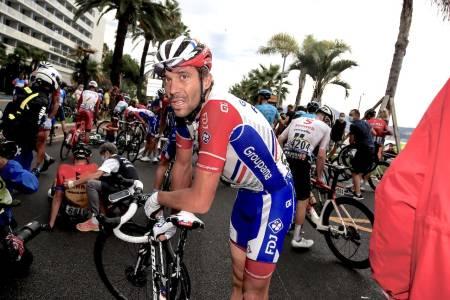 ULYKKESFUGL: Thibaut Pinot avslutter nå sesongen - etter kræsjen på den første etappen i Tour de France. Foto: Cor Vos.