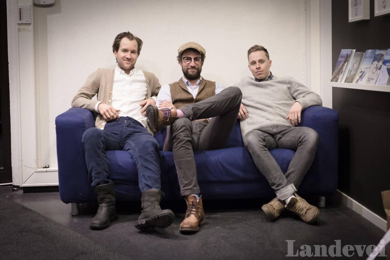 TØFF TRIO: Thomas Rem (t.v) gjester Radio Landevei sammen med Jonas Orset. (t.h) Foto: Kristoffer Kippernes.