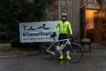 LANGTUR: Jonas Orset gav vintersykling en ny betydning da han syklet til klimatoppmøtet i Polen. Foto: Privat.