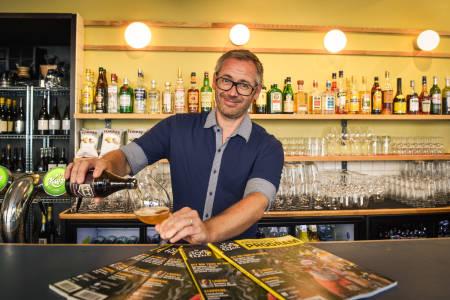 PÅ CAFÉ! Bli med den lidenskapelige syklisten Aimar Niedzwiedzki inn på Peloton, syklistenes nye samlingssted i Torggata! Foto: Henrik Alpers