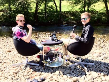 SUMMERVIBES: Sommeren har ankommet Østlandet, og i dag fikk vi besøk av superblogger Dan Erik Hansen i vårt utestudio. Foto: Henrik Alpers